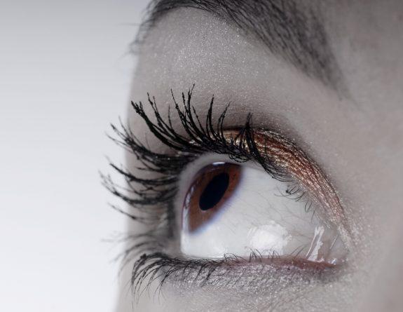 brown eye image