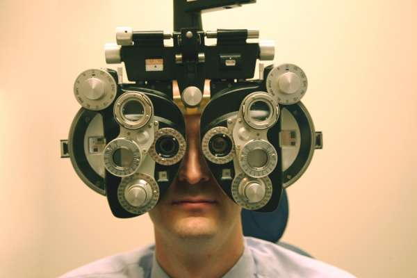 Eye site testing machine